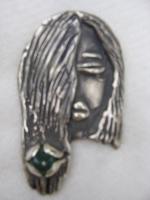 vrouw met smaragd in haar, zilver.jpg